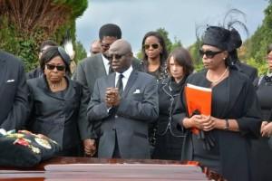 deinde-burial1