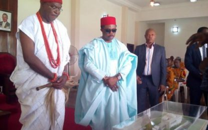 Gov. Obiano Visits Agbogidi In His Onitsha Palace (Pictures)