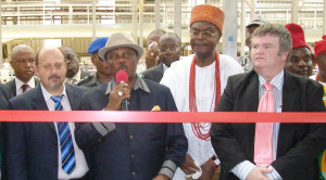 PIC. 10. GOV. WILLIE OBIANO OF ANAMBRA (3RD R), OBI OF ONITSHA, IGWE ALFRED ACHEBE (2ND R),SABMILLER MANAGING DIRECTOR, MR SIMON HARVEY (L) AND GENERAL MANAGER OF INTAFACT BEVERAGES NIGERIA LTD, MR LUKAS VAN-DEVENTER, DURING THE INAUGURATION OF THE NEW EXPANDED PRODUCTION FACILITY AT SABMILLER BREWERIES IN ONITSHA ON FRIDAY (22/5/15). 2709/22/5/2015/SN/HF/CH/NAN